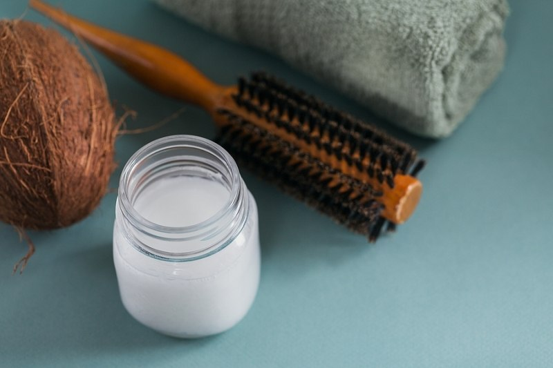 is coconut oil good for lice hair brush